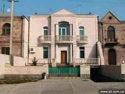 Продается 2-х этажное 7-и комнатное домов г.Эчмиадзин