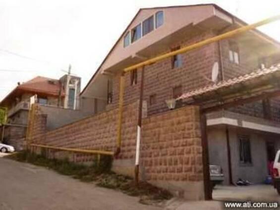 Продается 4-х этажная 18-и комнатная гостиница в г.Цахкадзор